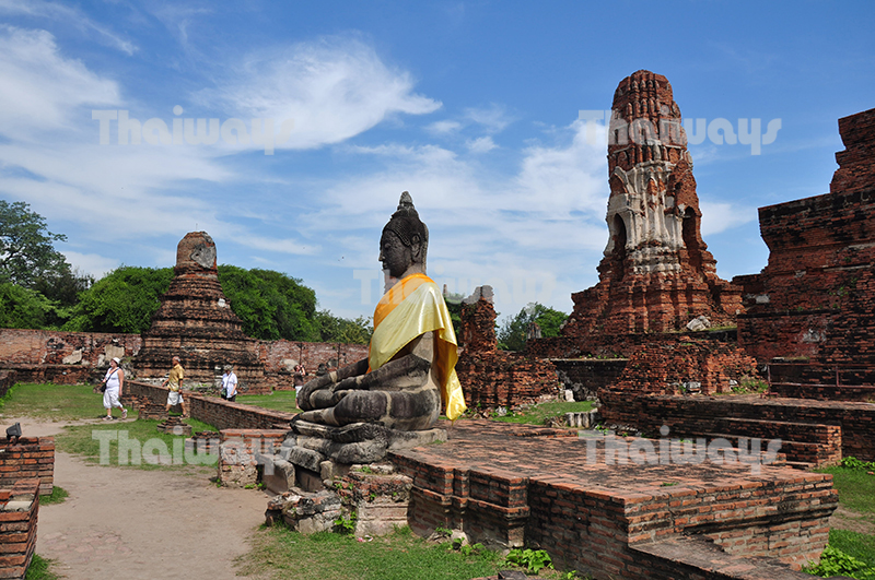 Click to enlarge image 001-wat-mahathat.jpg
