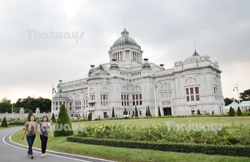 Click to enlarge image tw-ananta-samakhom-throne-hall-01.jpg