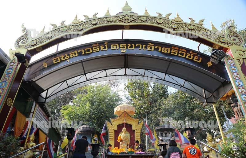khruba-siwichai-monument-by-tw-02