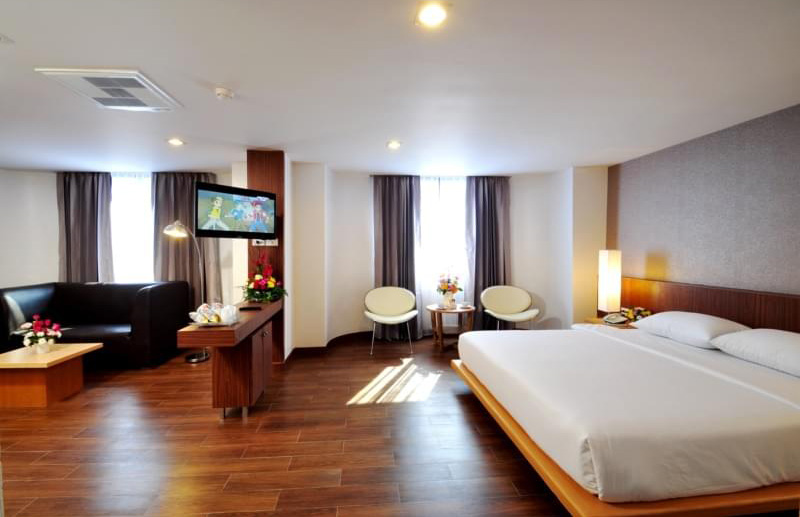 flipper-lodge-hotel-01